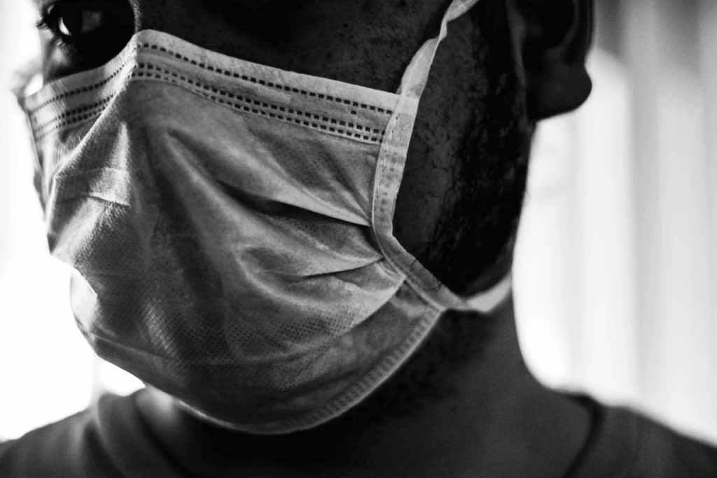 La mascherina di regime